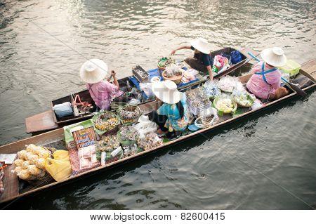 Vendor Sell In Floatig Market,Bangkok,Thailand.