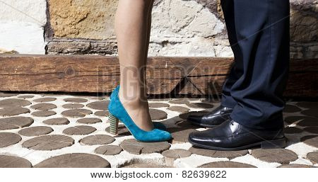 Couple kissing - focus on feet