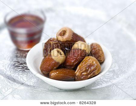 Tea and arabic dates