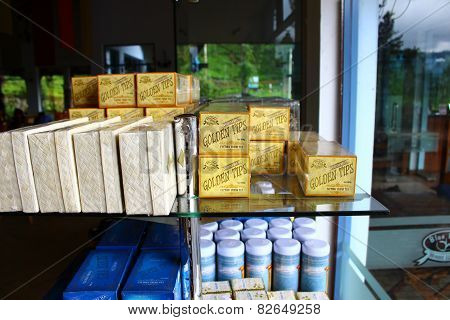 Rack with Golden Ceylon tea