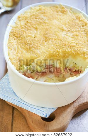 Potato gratin with leek and smoked salmon
