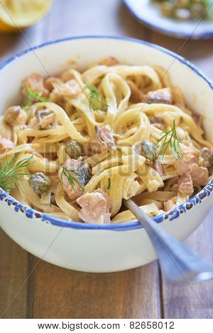 Pasta with smoked salmon and capers in cream sauce