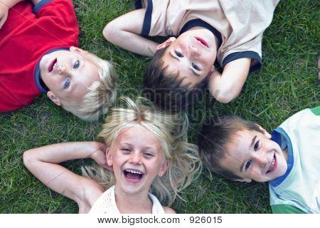 Quatro crianças