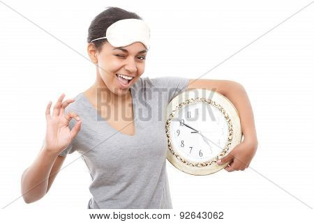 Pretty mulatto girl posing with clock