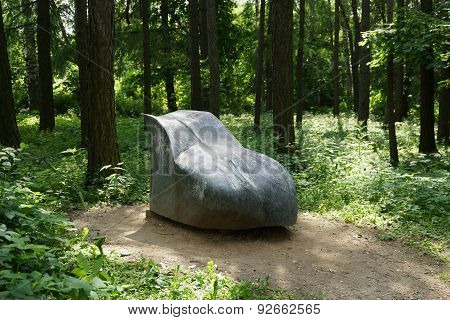Monument buttocks in Forest Park