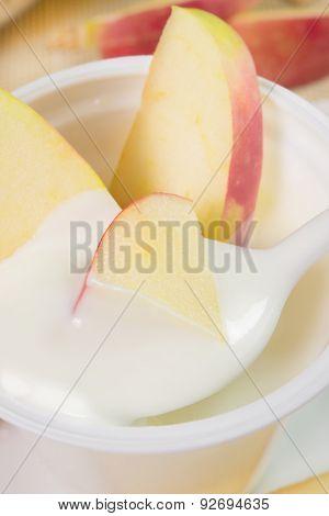 Yogurt With Apples