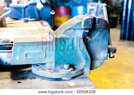 Metal Vise Machine