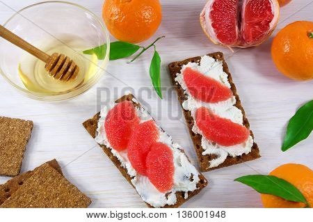 ricotta and crostini appetizers with grapefruit and honey