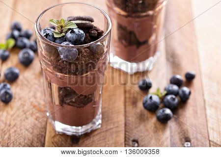 Chocolate pudding parfait mud pie with cookie crumbs and blueberry