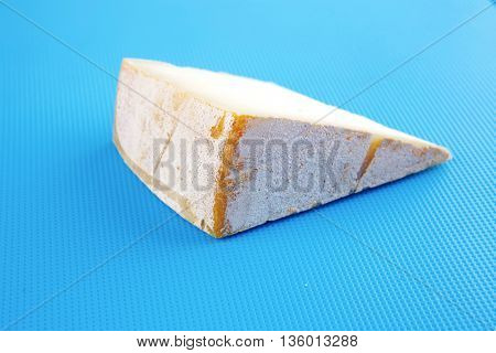 light gouda on blue plastic board