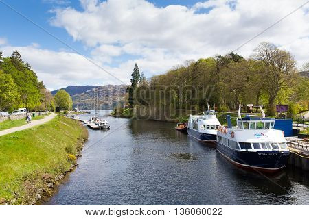 FORT AUGUSTUS, SCOTLAND, UK-MAY  14TH  2016: Beautiful calm spring weather was enjoyed by locals and visitors to Fort Augustus, Scotland, UK on Saturday 14th May 2016