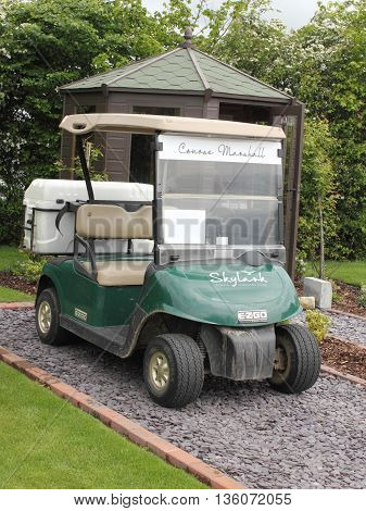 22ND MAY 2016, SKYLARK GOLF COURSE, ENGLAND: A golf buggy parked on the first tee next to the starters hut at skylarks golf course in england, 22nd may 2016