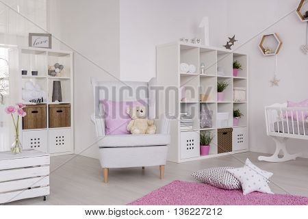 Comfortable Decor Of A Contemporary Baby Room