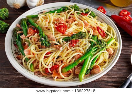 Pasta spaghetti with smoked salmon, chilli and broccoli