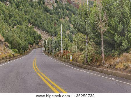 Road Trough Mountains Scene Ecuador1208485