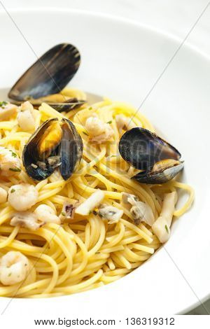spaghetti with seafood with garlic and ginger
