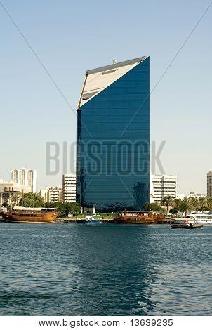 Moderno edificio, Dubai, Emiratos Árabes Unidos