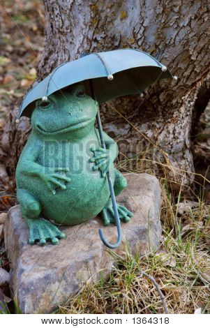 Frog Sculpture With Umbrella