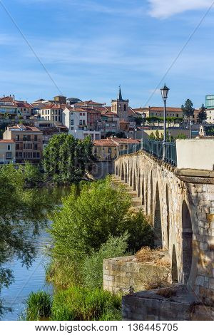 Stone Bridge Over Duero River. Zamora, Castilla Y Leon, Spain.