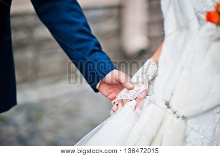 Hand in hand of wedding couple at wedding