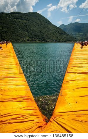 Floating Piers Diverging Branches