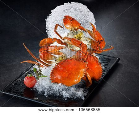 Special fried crabs on grinded ice in black plate