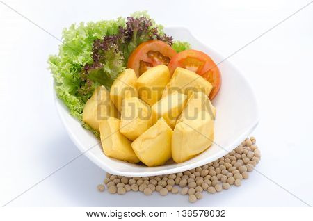 Fried tofu with salad and tomato on white bowl