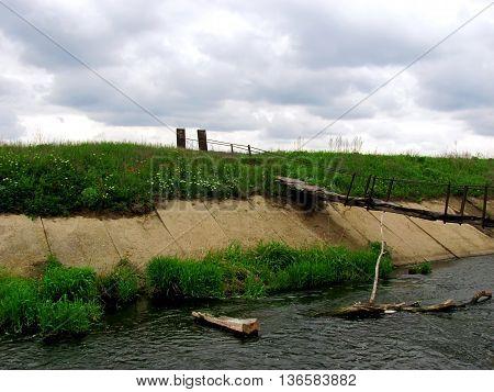 the old pedestrian bridge through the superficial river