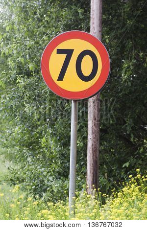 prohibition sign indicating a maximum speed of 70 km/h