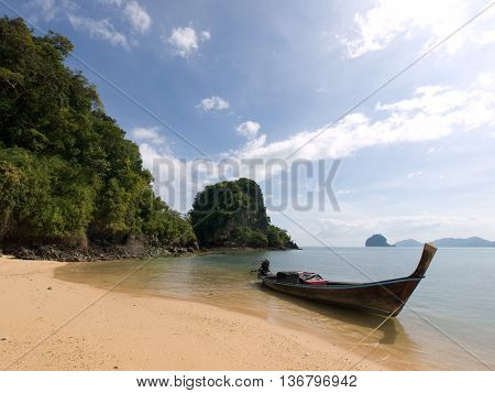 Traditional thai longtail boat on tropical beach