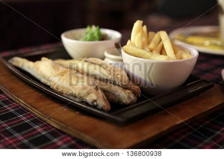 Plate Wit Roast Smelt