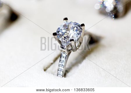picture of a Fashion jewellery  white gold  ring with zircon