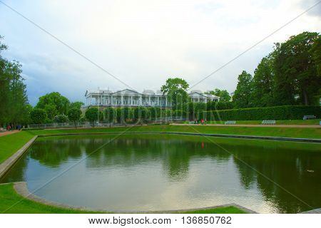 Mirror pond and Cameron Gallery in Catherine's park