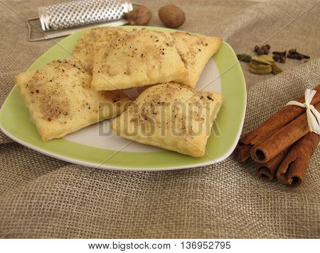 Savory cracker with salt, coffee, cinnamon, cardamom, nutmeg, cloves and allspice