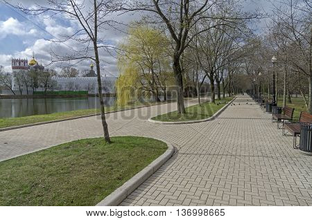 Pedestrian alley on the banks of a pond near the Novodevichy Convent. Mid-April. Moscow.