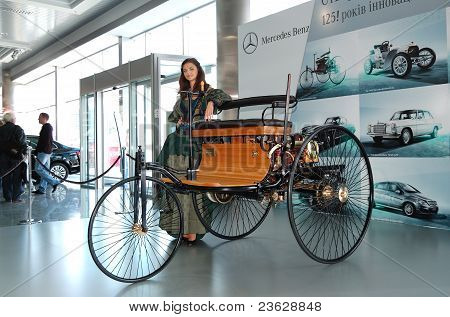 Kiev - September 11: Indefinite Vintage Car On Mercedes-benz's Stage At Yearly Automotive-show