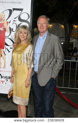 LOS ANGELES - SEP 19:  Blythe Danner, Ed Begley Jr. arriving at the