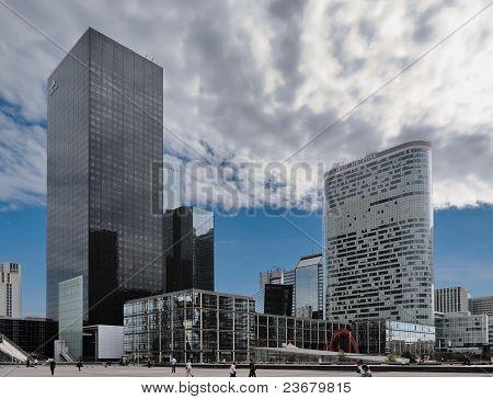 Paris, Defense