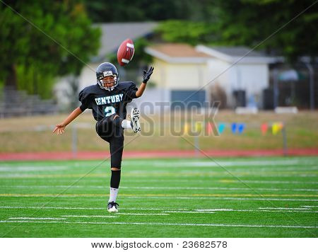 Youth American Football the kick off