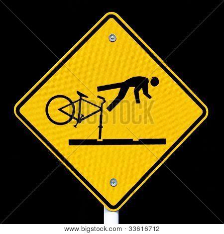 RoadSign ciclistas de advertencia de las vías del tranvía peligroso