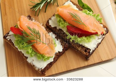 Fresh Salmon Sandwiches