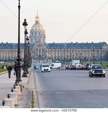 Avenue Du Marechal-gallieni In Paris