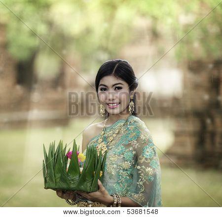 Loy Krathong Lady
