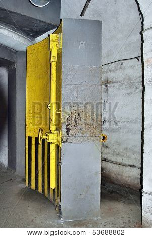Hermetically Sealed Door
