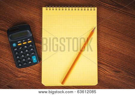 Shopping list with calculator