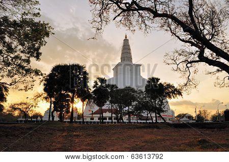 Mirisavatiya Dagoba Stupa, Anuradhapura, Sri Lanka