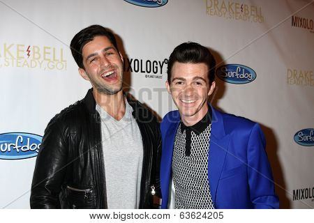 LOS ANGELES - APR 17:  Josh Peck, Drake Bell Drake Bell's Album Release Party for