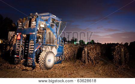 Night Time Agriculture Fruit Harvest Grape Harvesting Machine Food Picker