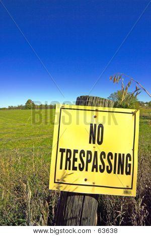 'NO TRESPASSING' Sign