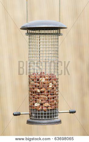 Wire mesh bird feeder